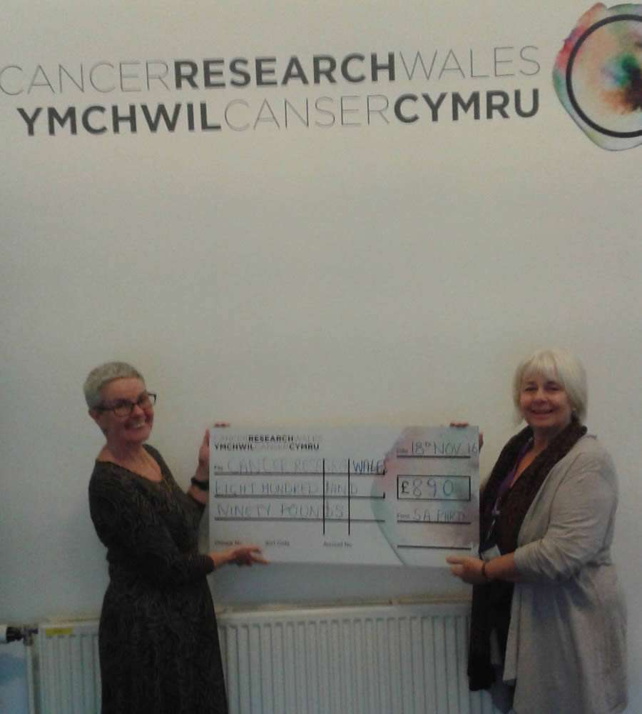 Toni Whitehead presnting the cheque to Coleen watkins