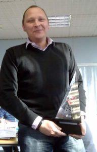 Jon Alder holding the Shingo Prize trophy